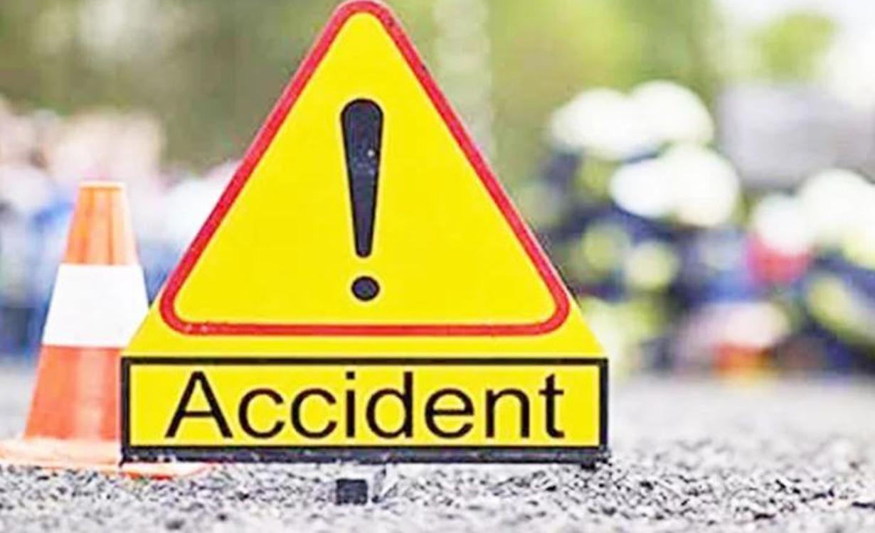 सर्लाहीमा यात्रु बस दुर्घटना हुँदा दुईको मृत्यु, १९ जना घाइते