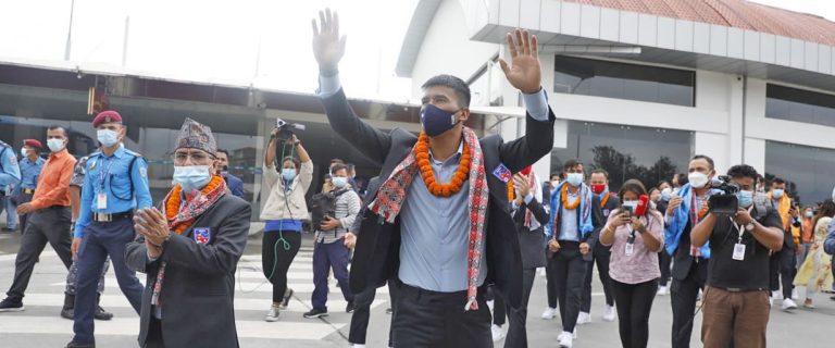 साफको उपविजेता नेपाली फुटबल टोली स्वदेश फिर्ता
